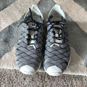 Nike black & white juvenate